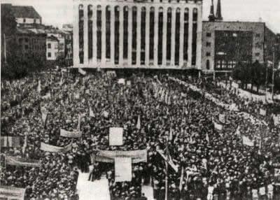 Демонстрация в Таллине в честь провозглашения Эстонии Советской Социалистической Республикой. Фотография. 1940 г.