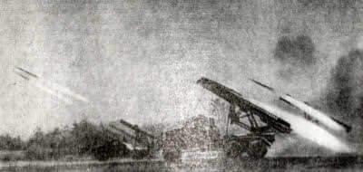 """Советские реактивные минометы (""""Катюши"""") ведут огонь. Район Смоленска. Фотография. Июль 1941 г."""