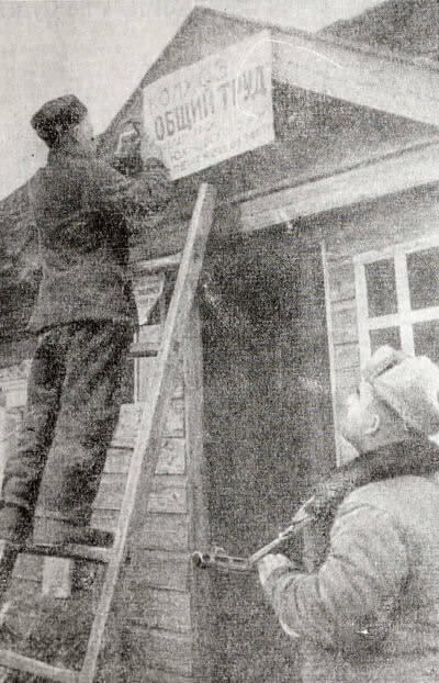 Восстановление колхоза в районе, освобожденном от немецко-фашистской оккупации. Смоленская область. Фотография. Апрель 1942 г.