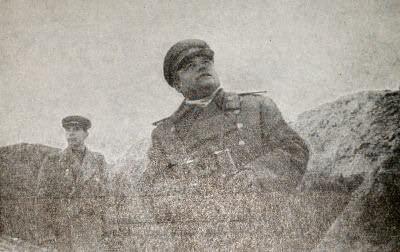 Командующий 1-м Украинским фронтом генерал армии Н. Ф. Ватутин на наблюдательном пункте под Киевом. Фотография. Октябрь 1943 г.