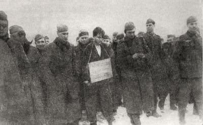 Гитлеровцы ведут на казнь Зою Космодемьянскую. Московская область. Фотография. Ноябрь 1941 г. (Снимок найден у убитого немецкого офицера.)