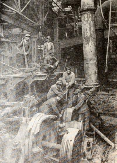 Восстановительные работы на Енакиевском металлургическом заводе. Донбасс. Фотография. 1943 г.