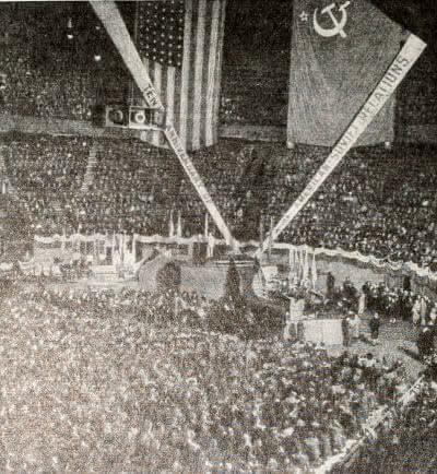 Торжественный митинг в Нью-Йорке, посвященный десятилетию установления дипломатических отношений между Соединенными  Штатами Америки и СССР. Фотография. 1943 г.
