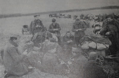 Французские солдаты, освобожденные из немецкого плена Красной Армией. Германия. Фотография. Апрель 1945 г.