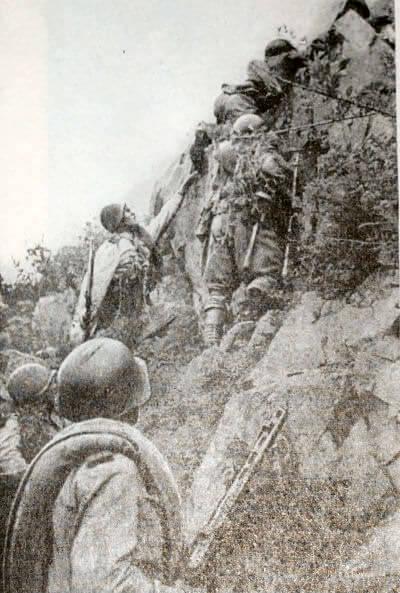 Советские бойцы в наступлении. Большой Хинган. Фотография. Август 1945 г.