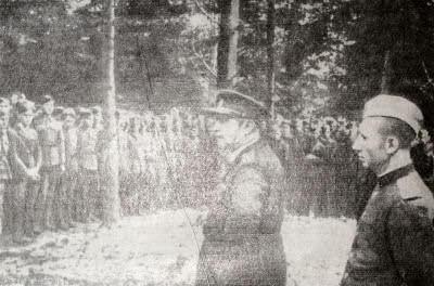 Солдаты и офицеры 1-го чехословацкого армейского корпуса. На переднем плане командир корпуса генерал Л. Свобода. Фотография. 1944 г.