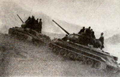 Советские танки в горах Большого Хингана. Фотография. Август 1945 г.