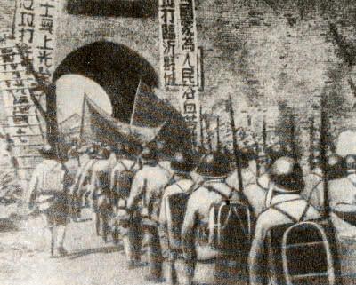 Вступление 8-й армии в Линьи. Фотография. Сентябрь 1945 г.