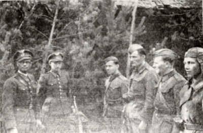 Группа офицеров словацкого полка, перешедших на сторону партизан. Первый слева — Ян Налепка.  Фотография. 1943 г.