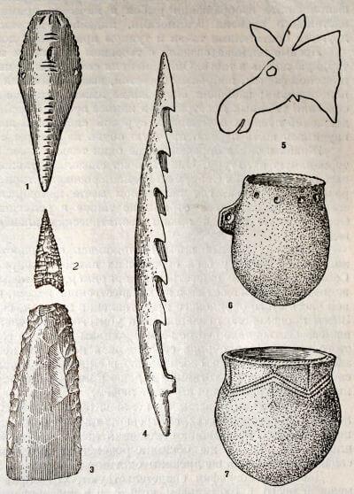 Неолит Прибайкалья: 1 —каменное изображение рыбы — приманка, 2 — наконечник стрелы, 3 — шлифованное тесло ив сланца, 4 — гарпун, 6 — наскальное изображение лося, 6 — глиняный сосуд-дымокур, 7 -глиняный сосуд для варки пищи.