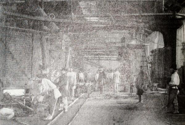 Литейные печи Режевского металлургического завода (Урал). Фотография 1880 года.
