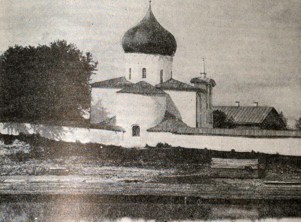 Собор Спасо-Мирожского монастыря в Пскове. Около 1156 года.