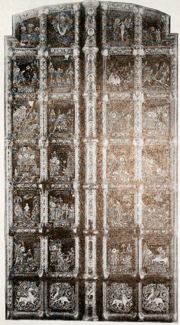 Двери Рождественского собора в Суздале. Золотое письмо по меди. XIII век.