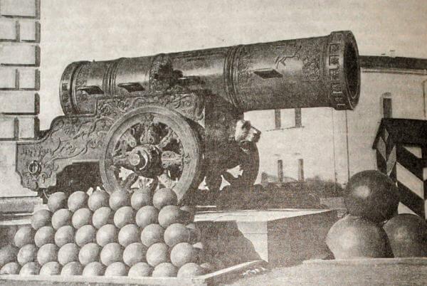 Царь-пушка в Московском Кремле. Мастер Андрей Чохов. 1586 год.