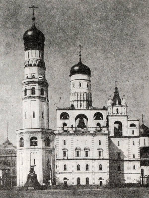 Колокольная Ивана Великого и церковь Ивана Лествичника в Московском Кремле. 1600 год.