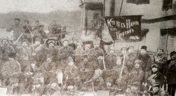Красногвардейцы Екатеринбурга. Фотография 1917 года.