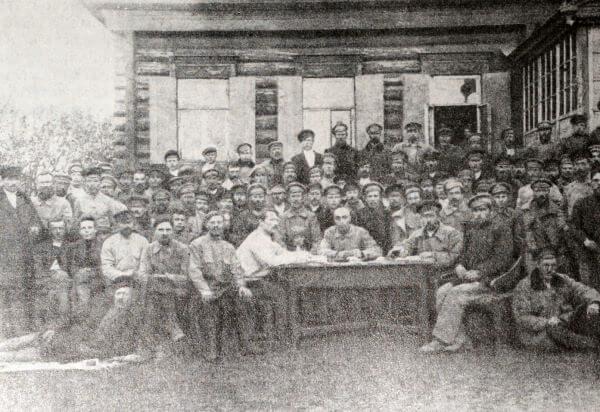 I съезд комбедов Малиновской волости Саратовской губернии. Фотография 1918 года.