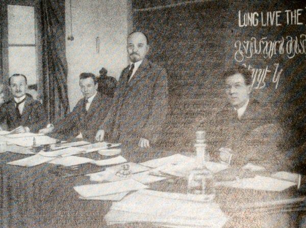 В. И. Ленин в президиуме I конгресса Коминтерна. Фотография.