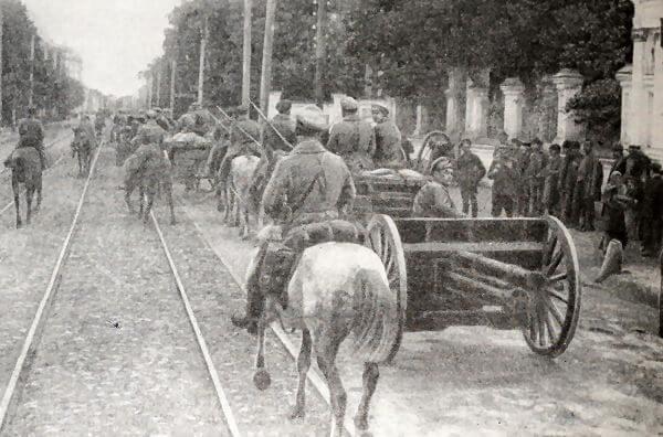 Вступление Красной Армии в Казань. Фотография 1918 года.