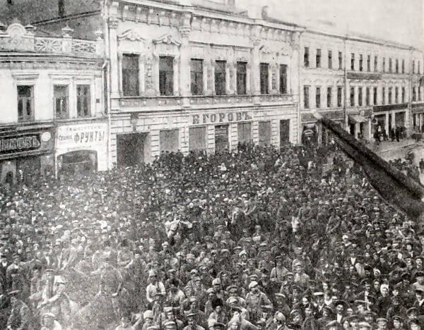 Вступление Красной Армии в Самару. Фотография 1918 года.