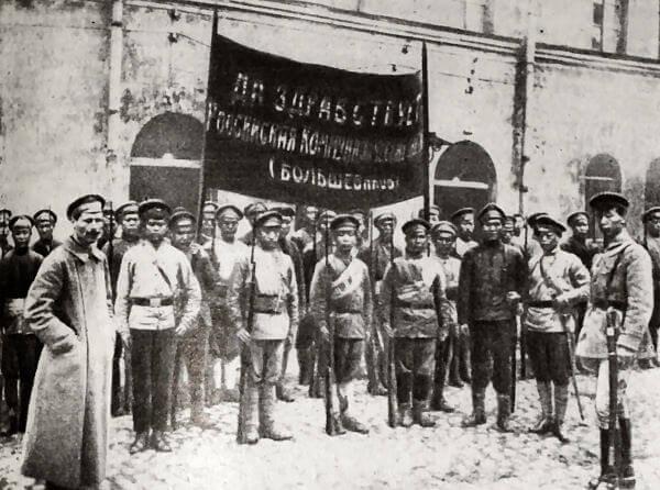 Китайский отряд Красной Армии перед отправкой на фронт. Фотография 1918 года.