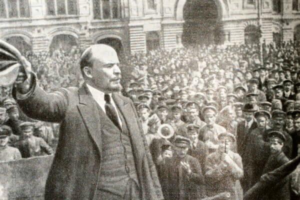 Выступление В. И. Ленина на параде войск Всевобуча 25 мая 1919 года. Фотография.
