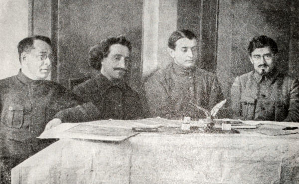 С. И. Гусев, Г. К. Орджоникидзе, М. Н. Тухачевский, В. А.  Трифонов в штабе Кавказского фронта. Фотография 1920 года.