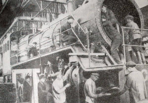 На Сормовском заводе. Фотография 1922 года.