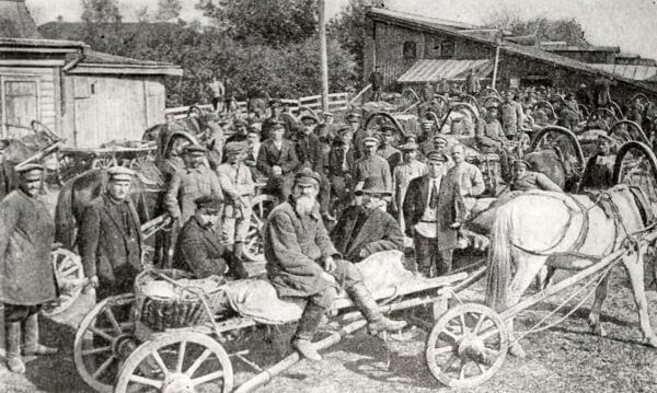 Сдача продовольственного налога в Егорьевске. Фотография 1922 года.