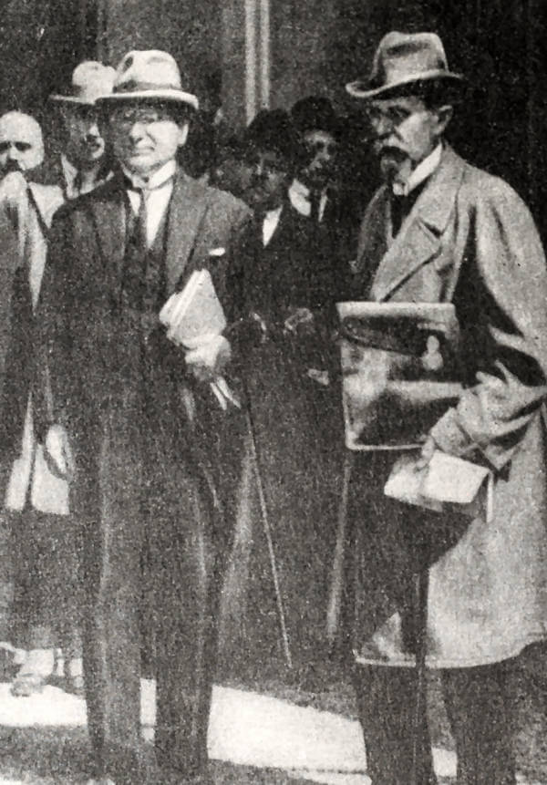 М.М. Литвинов и В.В. Воровский - члены советской делегации на конференции в Генуе. Фотография 1922 года.