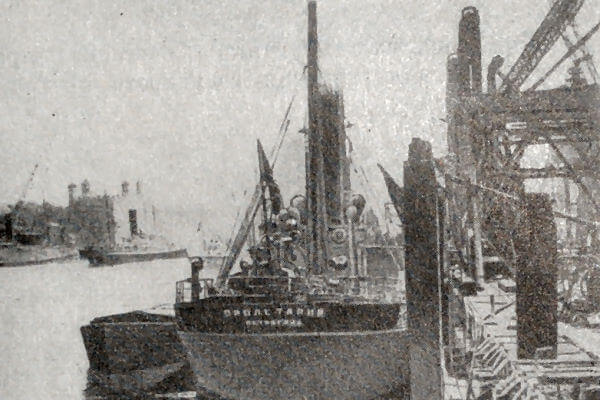 Советский пароход Пролетарий в лондонском порту. Фотография 1923 года.