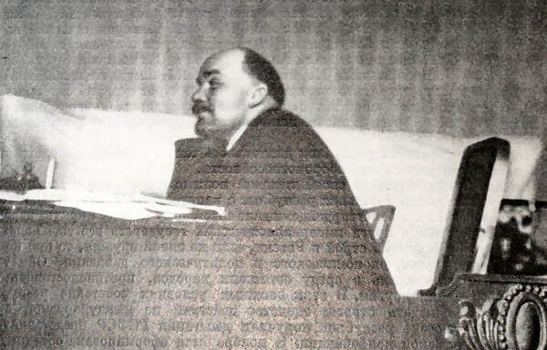 В. И. Ленин на заседании Пленума ЦК РКП(б) в октябре 1922 года. Фотография