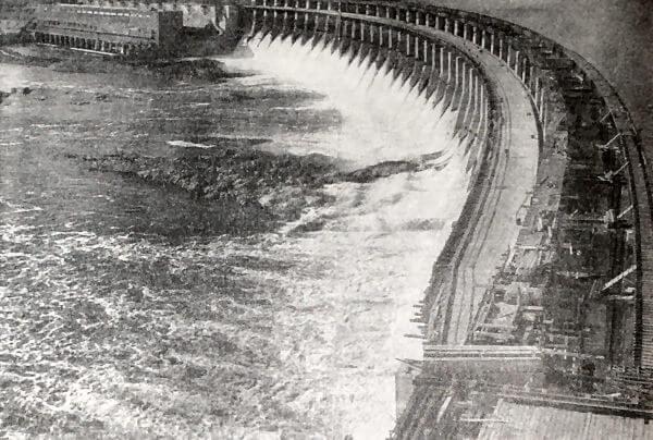Плотина Днепрогэса. Фотография 1932 года.