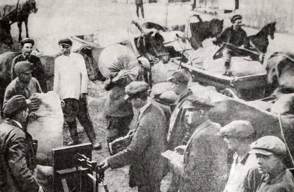 Расчет по трудодням  колхозе имени Г. И. Петровского Херсонского района УССР. Фотография 1931 года.