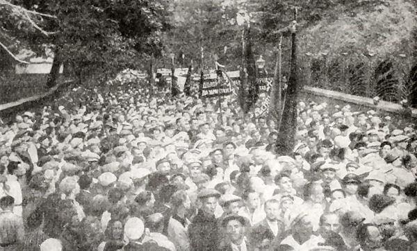 Демонстрация протеста московских трудящихся против провокации на КВЖД. Фотография. Июль 1929 года.