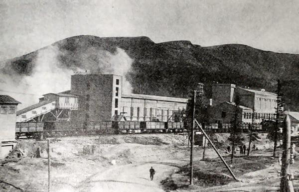 Хибиногорская обогатительная фабрика. Фотография 1934 года.