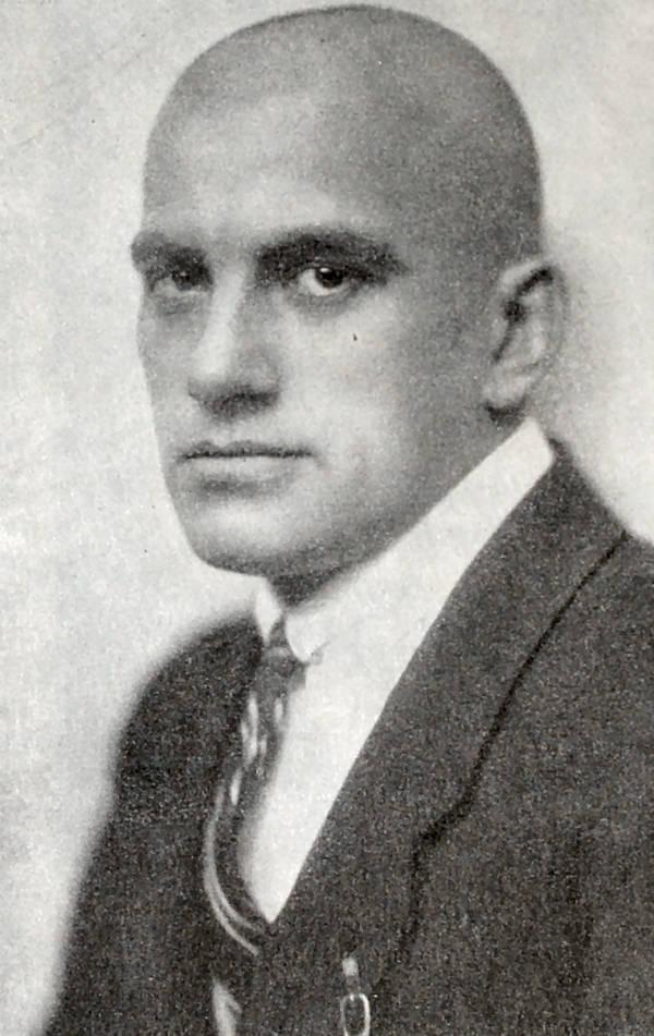 В. В. Маяковский. Фотография 1922 года.