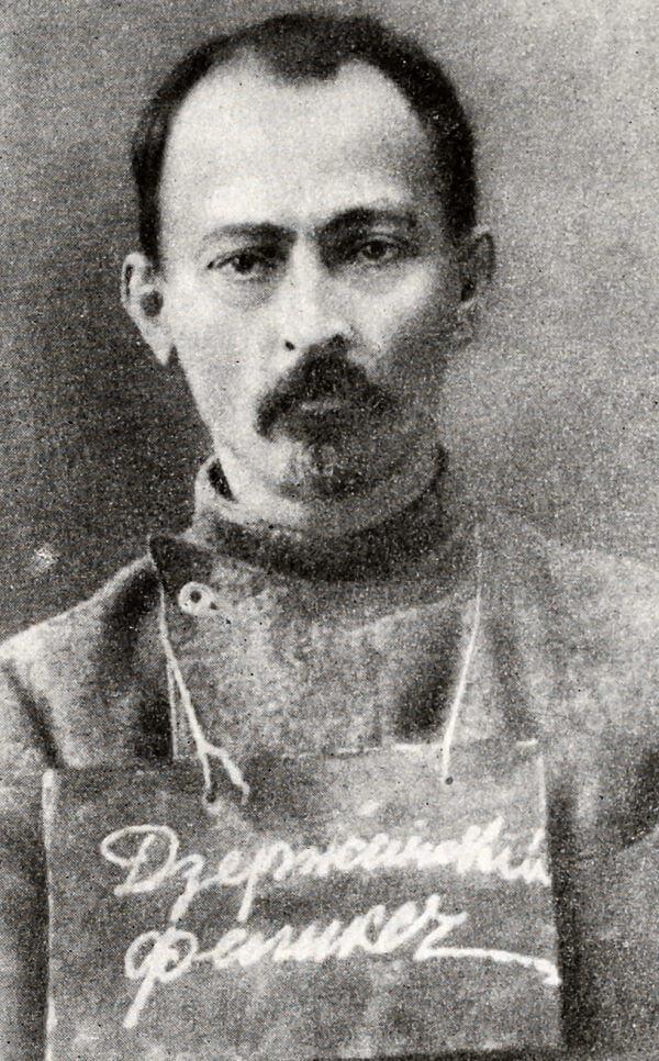 Ф. Э. Дзержинский в тюрьме. Фотография 1914 года.