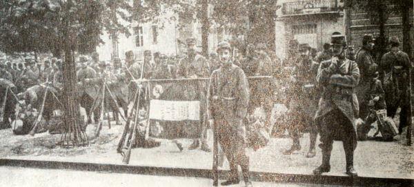 Французский пехотный полк перед отправкой на фронт. Фотография 1914 года.