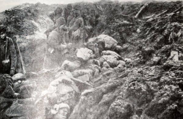 Французские солдаты на передовой линии в районе Эпаржа (Около Вердена). Фотография 1915 года.