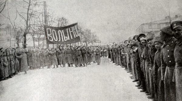 Волынский полк - один из первых, перешедших на сторону революции. Фотография 1917 года.
