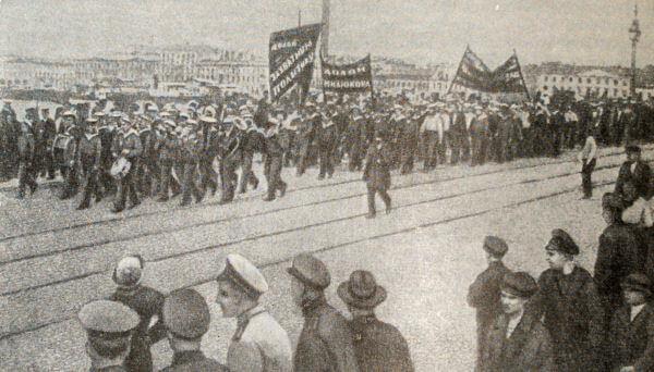 Демонстрация протеста против ноты Милюкова. Петроград. 21 апреля 1917 года. Фотография.