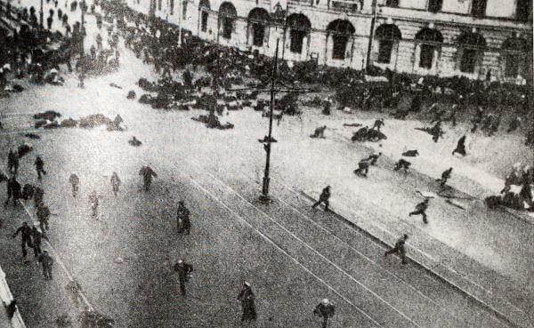 Расстрел демонстрации 4 июля 1917 года в Петрограде. Фотография.