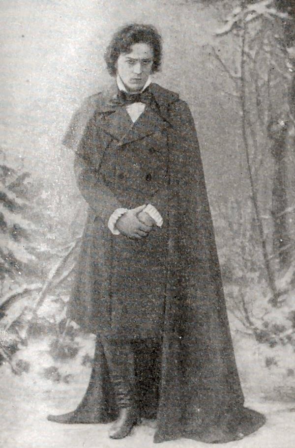Л. В. Собинов в роли Ленского в опере П. И. Чайковского: Евгений Онегин. Фотография 1900 года.